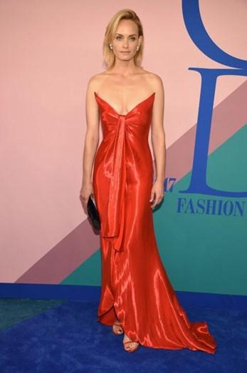 Amber Valetta preferiu Oscar de la Renta e sandálias Tyler Ellis