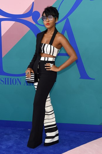 Janelle Monáe com jumpsuit Christian Siriano