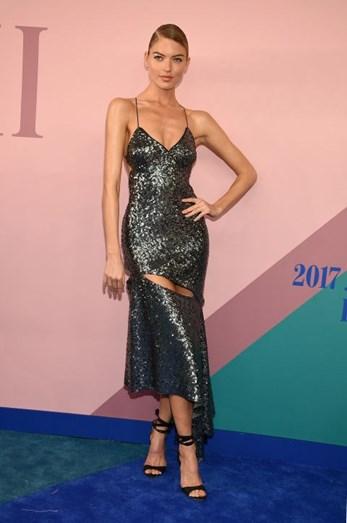 Martha Hunt com vestido Milly