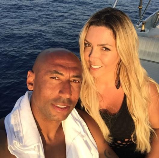 Brenda e Luisão aproveitam o fim de tarde em Santorini