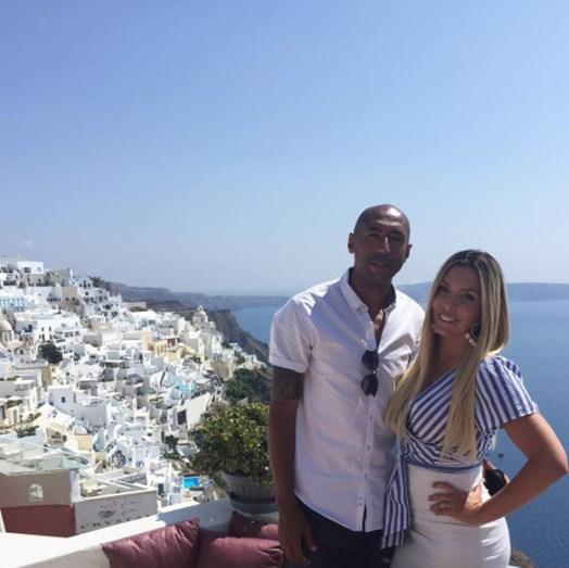A próxima ilha grega escolhida pelo casal foi Santorini