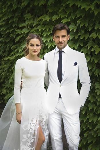 Olivia Palermo optou por uma camisola branca e uma saia, em tule, rendada