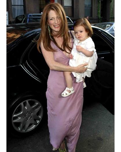 Julianne Moore apresentou-se,no dia do casamento, com um vestido incomum para a cerimónia