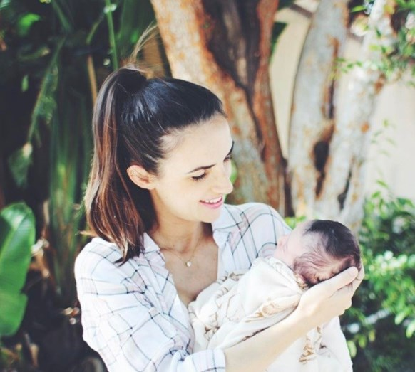 Ana Free foi mãe em abril. No entanto a cantora não revelou o dia exato do nascimento da pequena Zoe