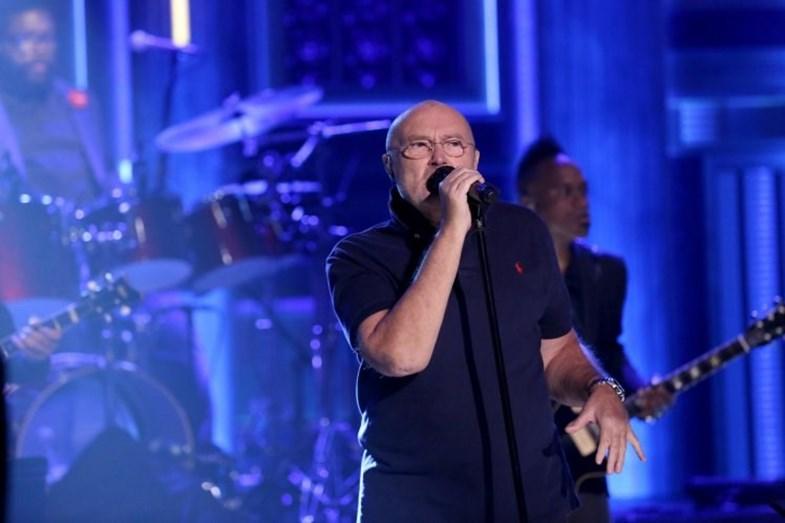 Phil Collins hospitalizado após grave queda num quarto de hotel