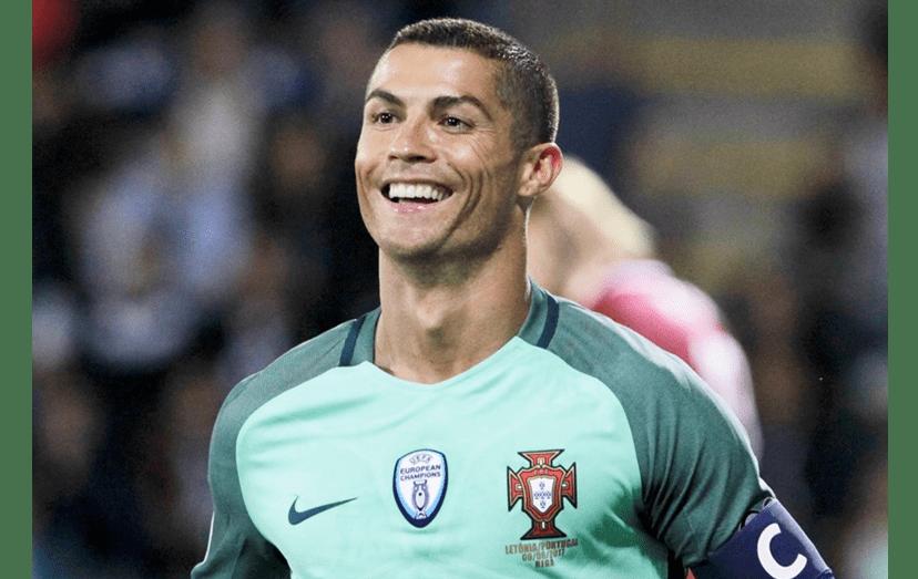 Cristiano Ronaldo vitoriosa após ter marcado o segundo golo contra a Letónia, na sexta, 9 de junho.