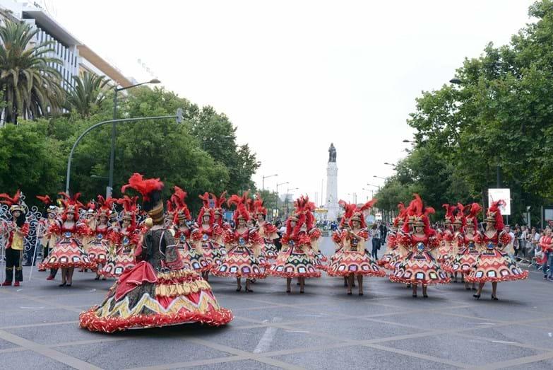A marcha de Quarteira desfilou, orgulhosamente, em tons de vermelho e dourado