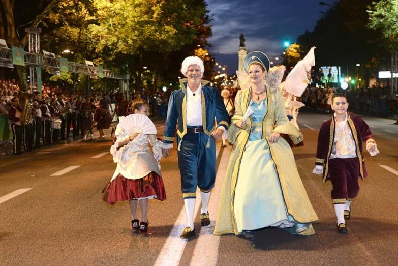 Ricardo Carriço e Maria Botelho Moniz com a marcha convidada da Santa Casa