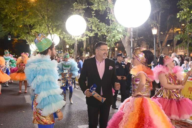 José Carlos Malato com os padrinho da marcha do Alto do Pina, Ricardo de Sá e Filipa Cardoso