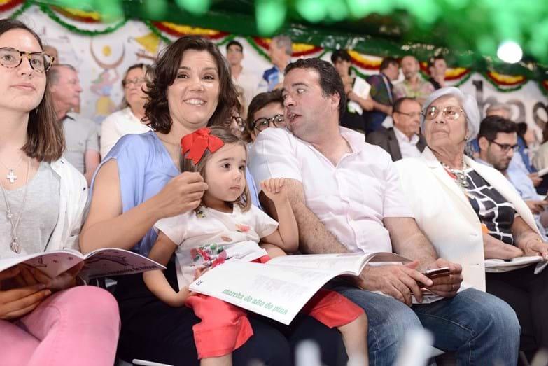 Assunção Cristas com o marido, Tiago Machado da Graça, e as filhas, Maria da Luz e Maria do Mar