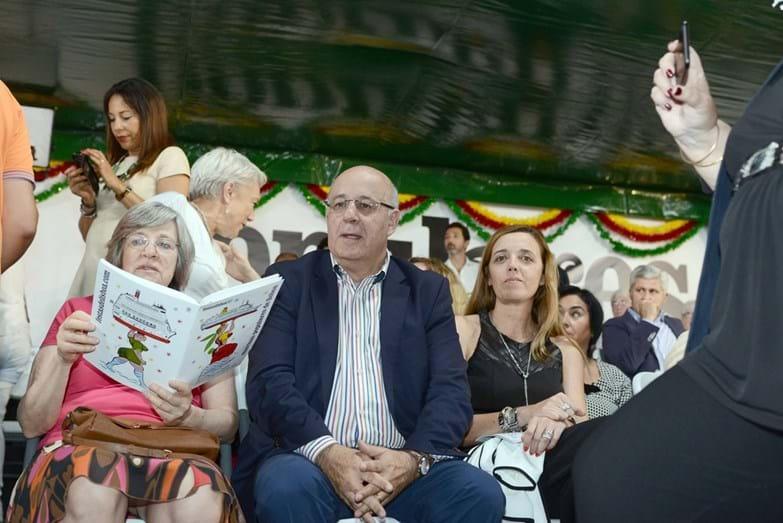 Helena Roseta e Fernando Seara assistem ao desfile no camarote