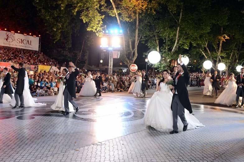 Os noivos de Santo António também desfilaram na Avenida da Liberdade