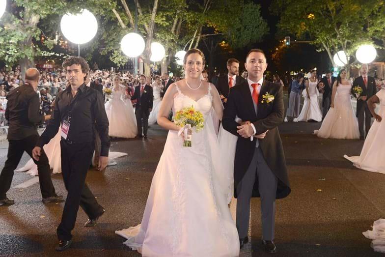 Os noivos de Santo António também desfilaram pela Avenida