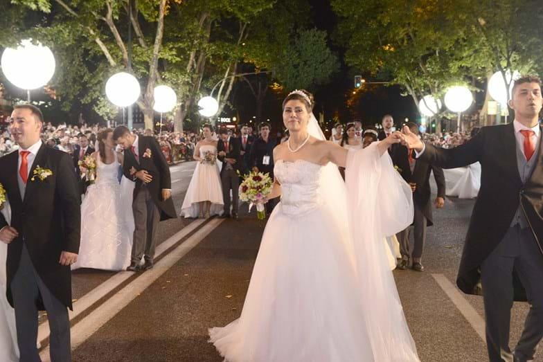 O desfile dos noivos de Santo António na Avenida