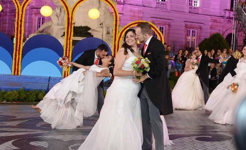 Os noivos de Santo António desfilaram na Avenida