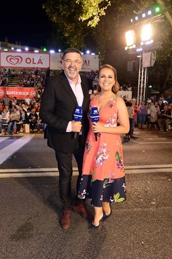 Os apresentadores José Carlos Pereira e Tânia Ribas de Oliveira