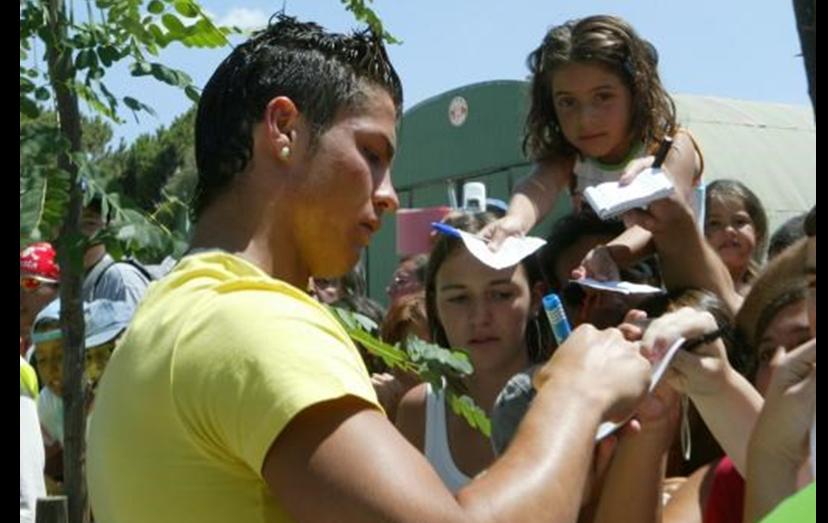 Assim que chegou a Inglaterra, Ronaldo começou a coleccionar uma legião de fãs.