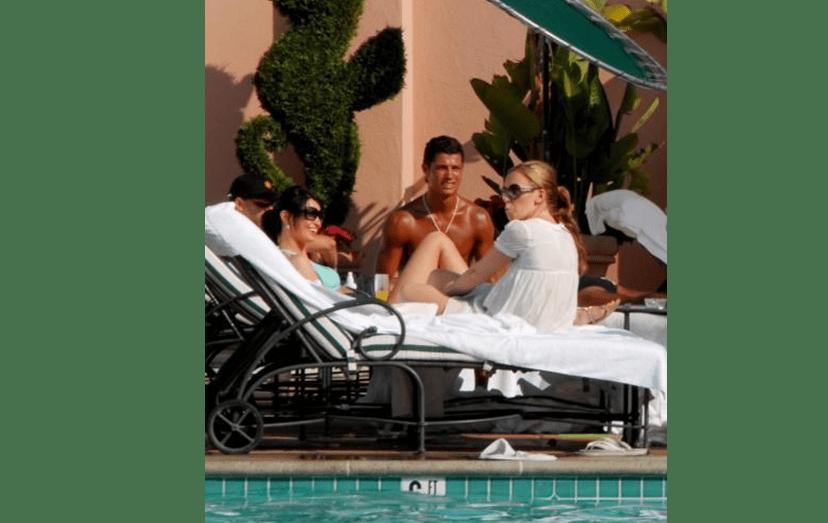 Em 2009, numas férias quentes, em Miami. Supõe-se que terá sido nesta altura que esteve numa clínica para conceber Cristianinho, através de uma barriga de aluguer.