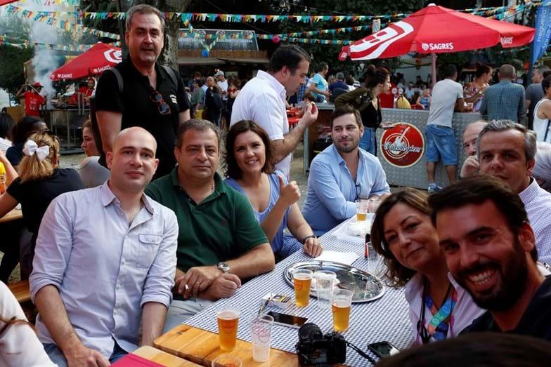 A candidata à Câmara de Lisboa adora ir aos santos com os amigos comer sardinhas