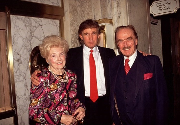 Com os pais, Mary Anne e Fred Trump