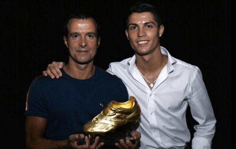 Jorge Mendes e Ronaldo quando o craque português ganhou a sua primeira 'Bota de Ouro', em 2008, quando estava ao serviço do Machester United.