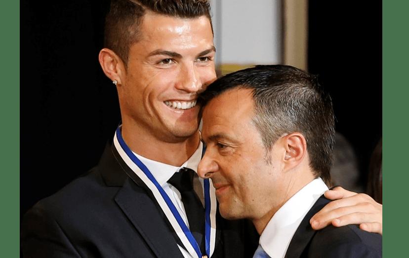 O futebolista e o seu agente tornaram-se amigos e Mendes até é o padrinho de batismo do filho mais velho do craque, Cristianinho, hoje com 7 anos de idade.