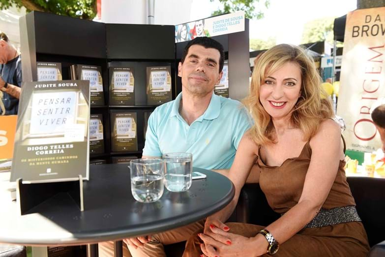 Judite Sousa e Diogo Telles em sessão de autógrafos