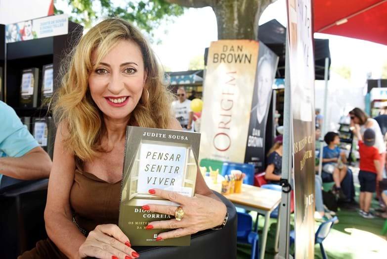 Judite Sousa com o seu livro 'Pensar, Sentir, Viver'