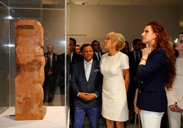Brigitte Macron mantém estilo muito pessoal