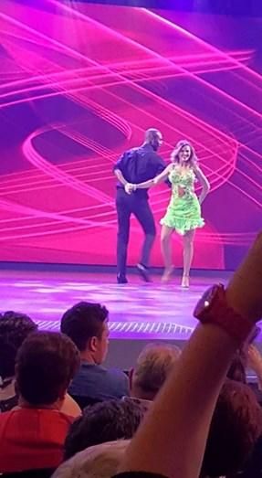 Sónia Araújo na TV Galiza a dançar salsa