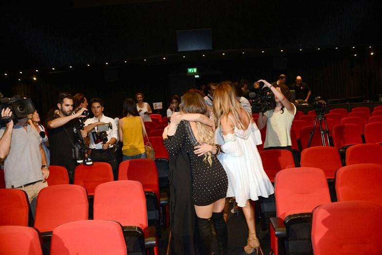 Luciana abraça a irmã, Liliana