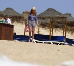O look chique de Judite Sousa na praia