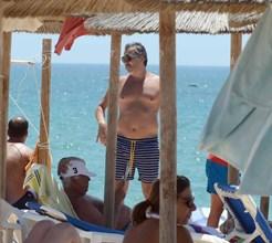 Pedro Miguel Ramos na praia com filhos em dia de festa da TVI