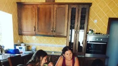 Dolores Aveiro cozinha bacalhau à Brás para os netinhos