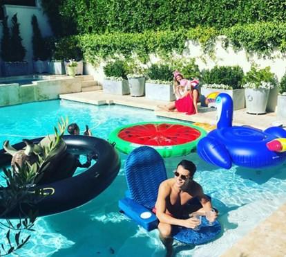 Sofia Vergara celebra o 4 de julho com festa na piscina