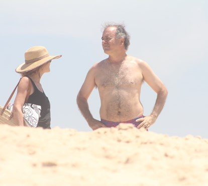António Pires de Lima relaxa na praia