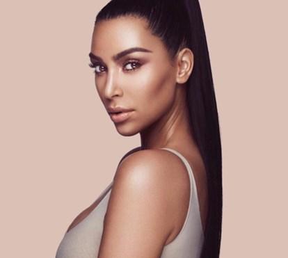 """Kim Kardashian explica o que era a """"cocaína"""" na sua mesa"""
