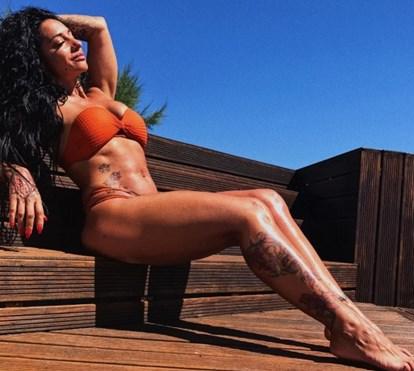 Ana Malhoa faz subir temperatura com fotos em biquíni e em fato de banho