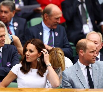 Simples mas muito elegante. Kate arrasa na Wimbledon ganha por Roger Federer