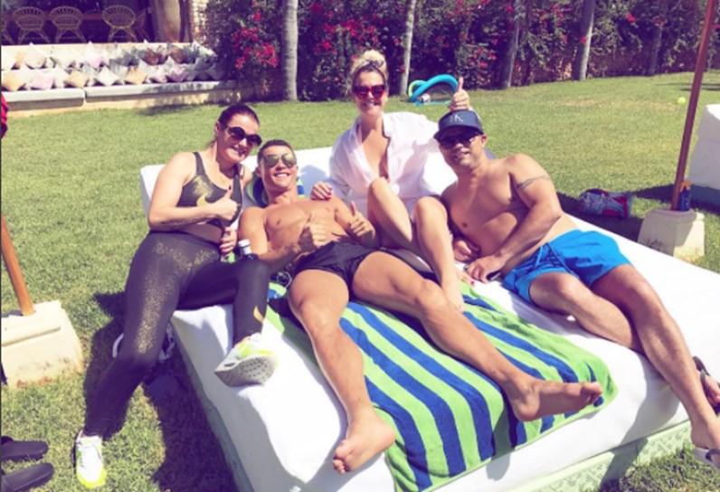Cristiano Ronaldo diverte-se com os amigos e família em Ibiza