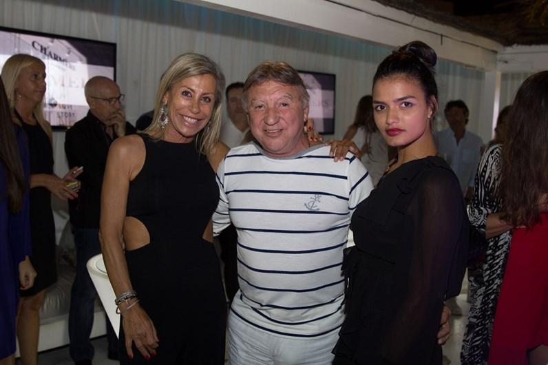 DJ Eddie Ferrer junta amigos e família em noite animada no Liberto's Bar