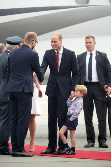 George brilha na chegada à Polónia