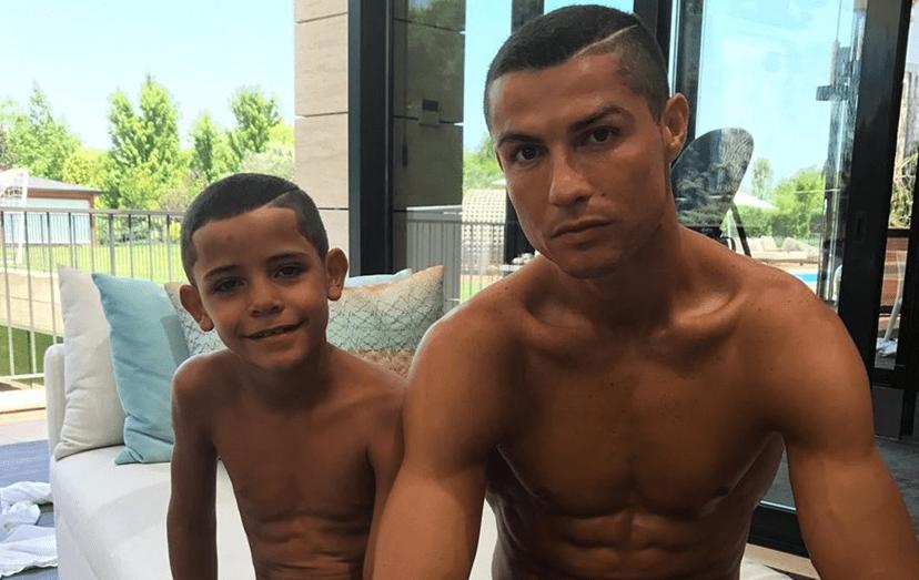 Cristiano e o filho, já com 7 anos