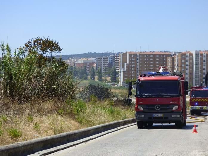 O incêndio já dominado pelos bombeiros