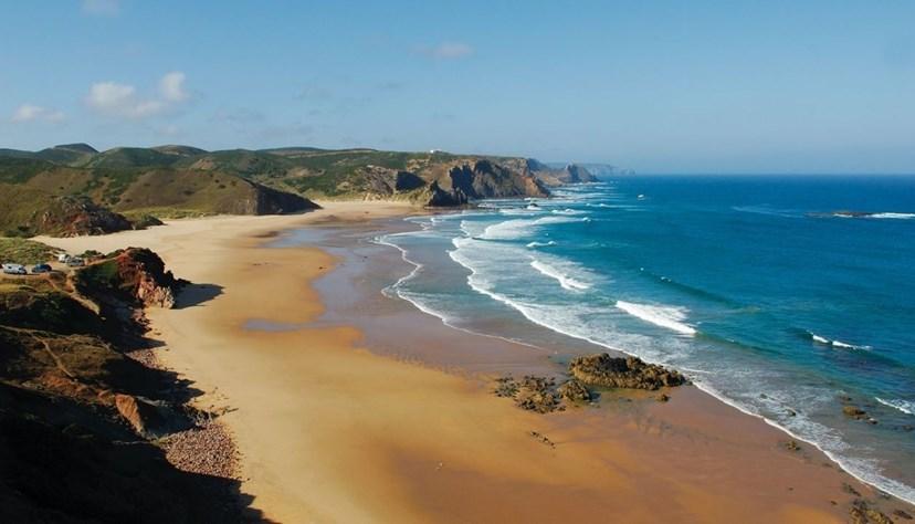 Praia do Amado, Aljezur - Esta é uma praia sem poluição, analisada pela ZERO – Associação Sistema Terrestre Sustentável