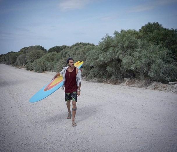 Pedro Barroso faz surf