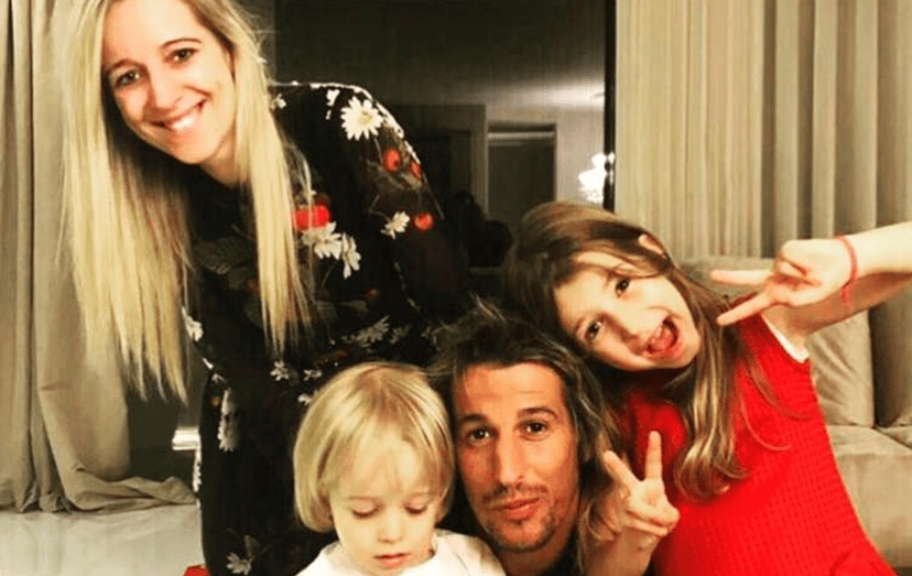 O jogador com a mulher, Andreia Santos, e com os filhos, Henrique e Victória Coentrão