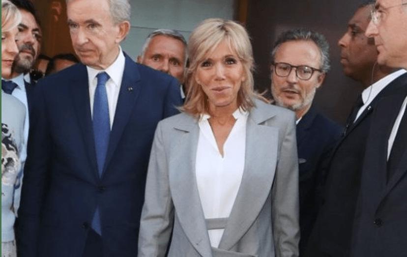 Brigitte Macron e  Bernard Arnault, presidente e diretor executivo do grupo LVMH