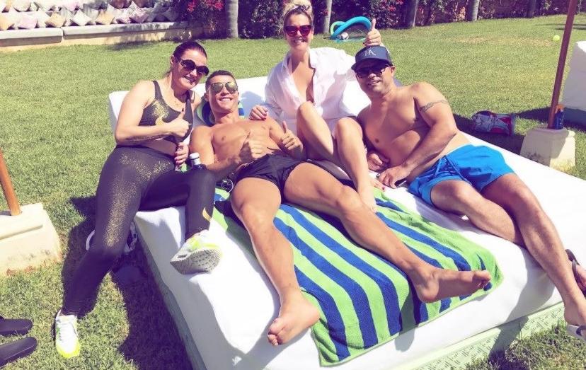 Cristiano Ronaldo na companhia dos irmão, Elma, Kátia e Hugo Aveiro, em Ibiza.