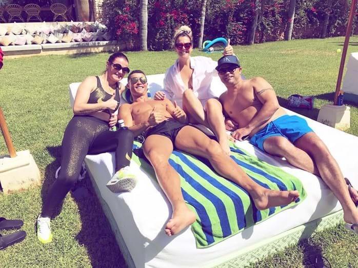 Ronaldo com os irmãos de férias em Ibiza